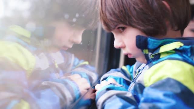 vídeos y material grabado en eventos de stock de el niño viaja cerca de la ventana en el tren - regreso a clases