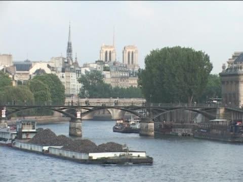 vídeos de stock e filmes b-roll de a cidade do rio. - embarcação comercial