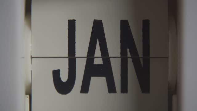 zegar zmienia miesiąc od stycznia do stycznia z powiększaniem - miesiąc filmów i materiałów b-roll