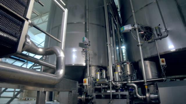 the close-up of the plant's tanks and pipeline. dolly. 4k. - zbiornik urządzenie przemysłowe filmów i materiałów b-roll