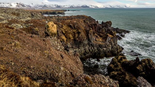 vídeos y material grabado en eventos de stock de la costa de islandia - basalto