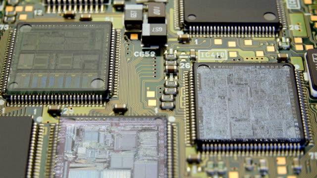 コンポーネントのコンピュータのマザーボード - 半導体点の映像素材/bロール