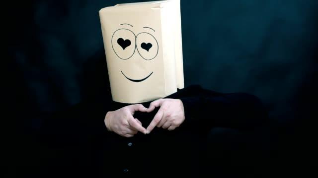 stockvideo's en b-roll-footage met het concept van emoties. a man zijn vingers beeldt een vorm van een hart. liefhebbers ogen kijkt. - menselijke vinger