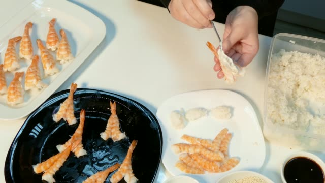 The cook makes sushi with shrimps video