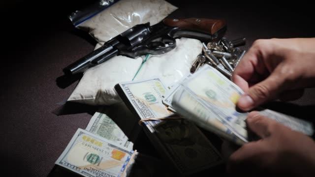 kriminella räknar pengar dollar. smutsiga pengar korruption koncept - dirty money bildbanksvideor och videomaterial från bakom kulisserna
