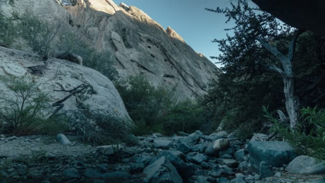 il tramonto di punchbowl creek del diavolo - canyon video stock e b–roll