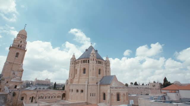 vídeos y material grabado en eventos de stock de el dormition abbey en ciudad vieja de jerusalén - misa