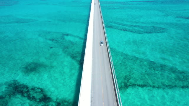 the driveway over beautiful ocean - krajobraz morski filmów i materiałów b-roll