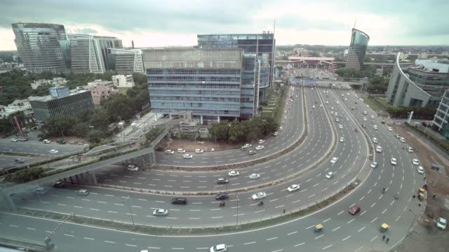 die äußerst sich rasch entwickelnden und progressive vorstadt metropole gurgaon am stadtrand von delhi und innerhalb der national capital region oder ncr - smart city stock-videos und b-roll-filmmaterial