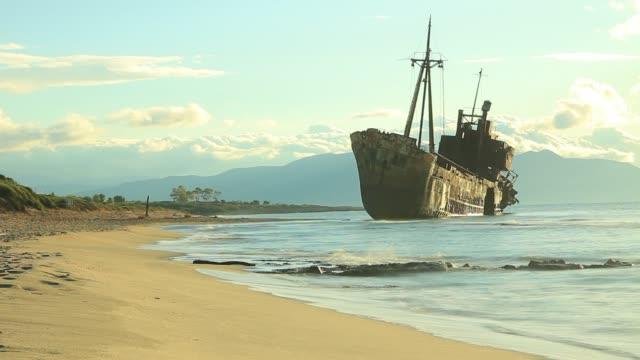 the famous shipwreck near gythio greece - пелопоннес стоковые видео и кадры b-roll
