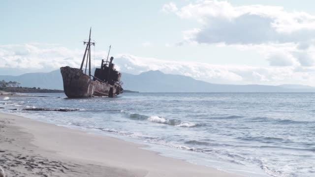 the famous shipwreck near gythio greece - кораблекрушение стоковые видео и кадры b-roll