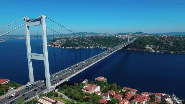 Fatih Sultan Mehmet Köprüsü, Istanbul, Türkiye'de bir köprü olduğunu video