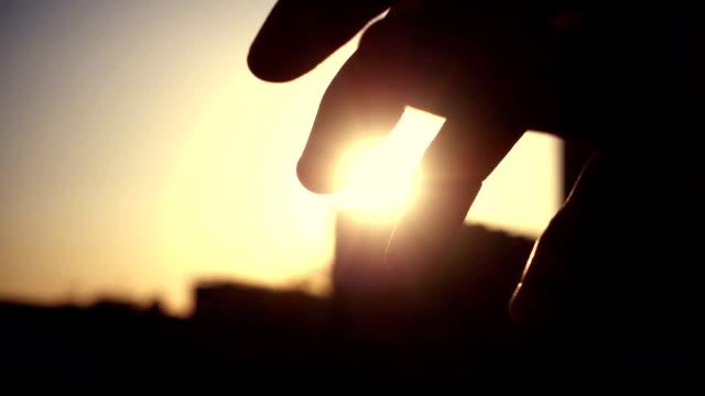 The fingers feel the sunshine video