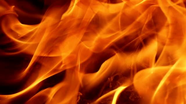 vidéos et rushes de les flammes de feu. feu en arrière-plan - sky
