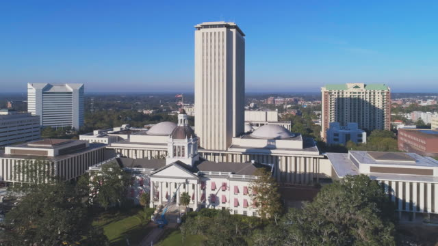 the florida state capitol, tallahassee.  aerial drone video with the cinematic wide-orbit panoramic camera motion. - stolice filmów i materiałów b-roll