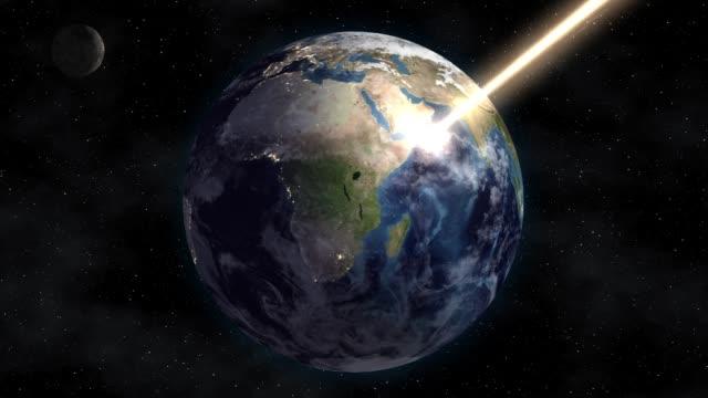 태양 에너지의 교류 공간에서 지구를 굽습니다. 종말 - 유성 스톡 비디오 및 b-롤 화면