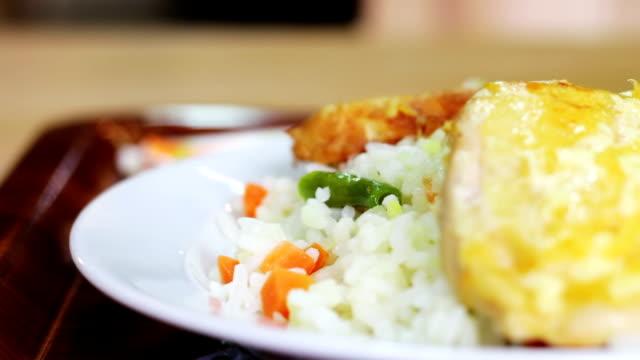 die speisen im restaurant - karotte peace stock-videos und b-roll-filmmaterial