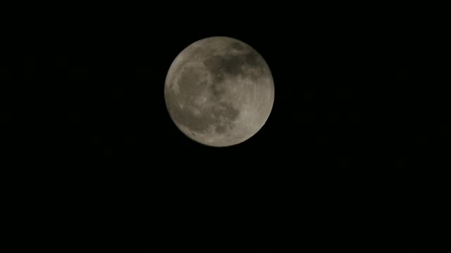 the full moon on a cloudy night, clouds and the moon, full moon and clouds, full moon in the dark night and clouds in motion, - spazio e astronomia video stock e b–roll