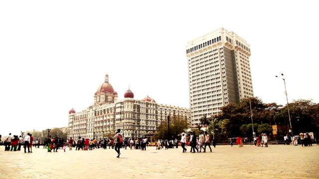 porten i indien monument, mumbai - panorering bildbanksvideor och videomaterial från bakom kulisserna