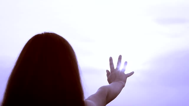 The girl pulls a hand to the sun video
