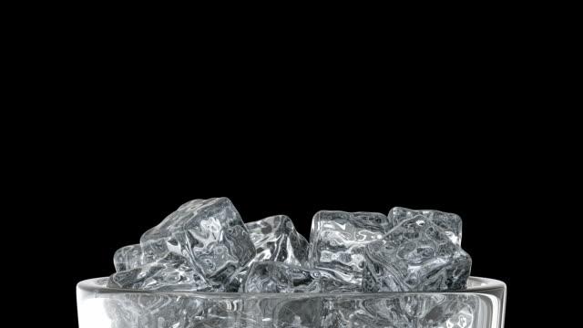 cam ve buz küpleri - küp buz stok videoları ve detay görüntü çekimi