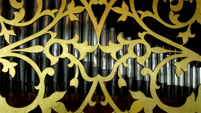 The golden lace design on the steel organ in Orel video