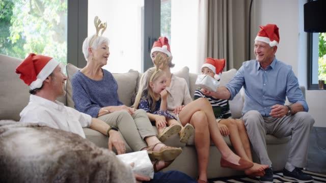 den största gåvan är familj - christmas gift family bildbanksvideor och videomaterial från bakom kulisserna