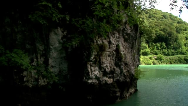the green river soca in slovenia - poco profondo video stock e b–roll