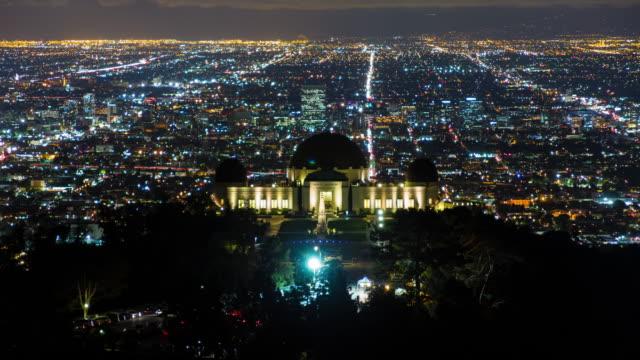 griffith observatory på natten, los angeles, kalifornien - hollywood sign bildbanksvideor och videomaterial från bakom kulisserna