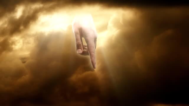"""the """"hand of god"""" strikes lightning through clouds - gud bildbanksvideor och videomaterial från bakom kulisserna"""