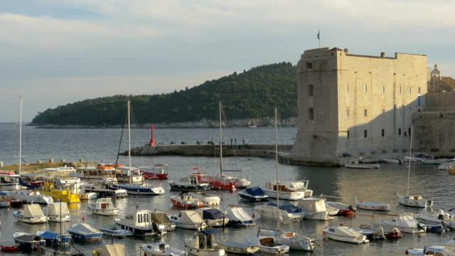 聖イワン要塞の港、ドゥブロヴニク - 石垣点の映像素材/bロール