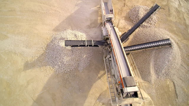 The heavy equipment limestone crusher video