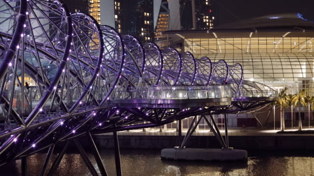 vídeos de stock e filmes b-roll de a ponte de hélice - hélice formas geométricas