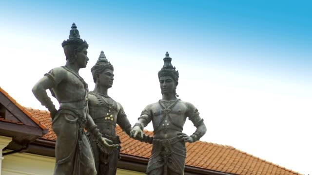 stockvideo's en b-roll-footage met de geschiedenis van chiang mai, het monument van de drie koningen. - {{asset.href}}