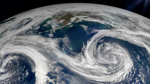 ハリケーン、アース、衛星放送付きの眺めをご覧いただけます。 - 気象学点の映像素材/bロール
