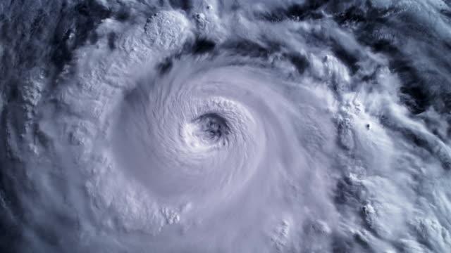 越過海洋,衛星視圖颶風。 - golden ratio 個影片檔及 b 捲影像