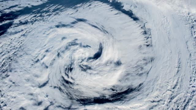 orkanen över havet., satellitbild. - meteorologi bildbanksvideor och videomaterial från bakom kulisserna