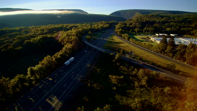 the i-80 columbus highway near by delaware water gap, at the border between new jersey and pennsylvania. aerial drone video footage. - горы поконо стоковые видео и кадры b-roll