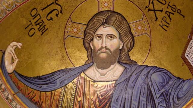 シチリア島パレルモの大聖堂の天井にキリストのイメージ - モンレアーレ点の映像素材/bロール