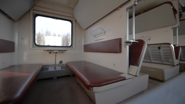 The interior of the car economy class, empty passenger car. - vídeo