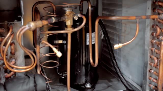 den interna strukturen av den externa enhet kraftfulla industriella luftkonditioneringen - ventilation bildbanksvideor och videomaterial från bakom kulisserna