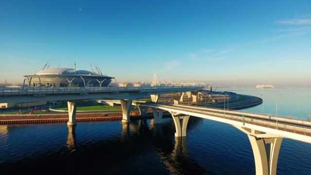 krestovsky スタジアム、ゼニット アリーナとも呼ばれますが、ロシアのサンクトペテルブルクで krestovsky 島の西部の部分中のサッカー スタジアム - サッカークラブ点の映像素材/bロール