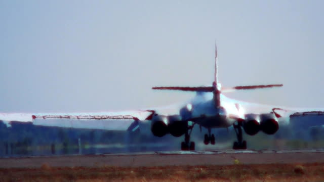 The landing of Tu-160 with a parachute video