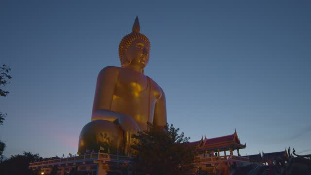 The largest golden Buddha statue in the world