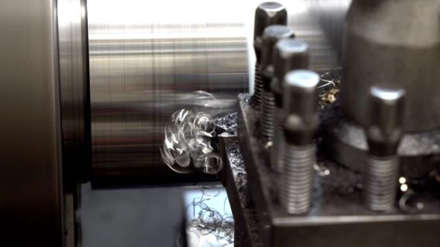 강철 봉 절삭 선반 기계 - 척 드릴 부속품 스톡 비디오 및 b-롤 화면