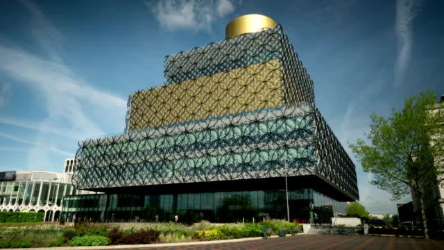 A biblioteca de Birmingham.  Timelapse com uma câmara em movimento. - vídeo