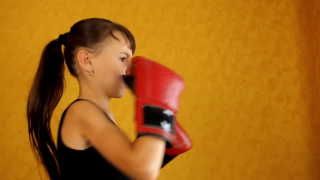 The little girl is boxing video