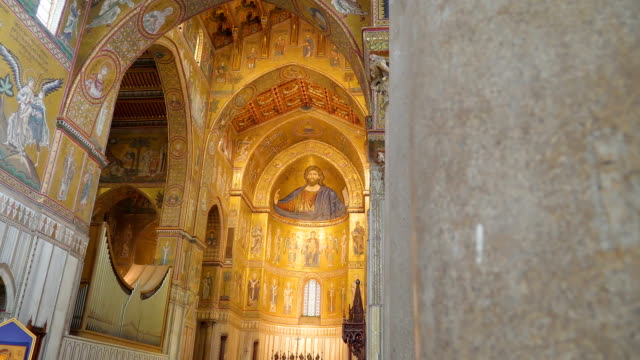 シチリア島パレルモに巨大な大聖堂の内部の一見 - モンレアーレ点の映像素材/bロール