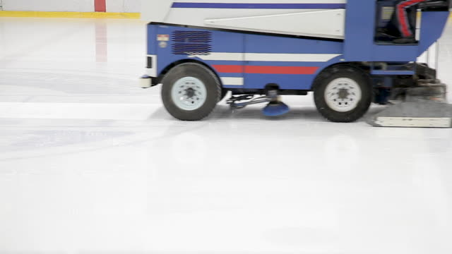 the machine cleans the ice. ice rink refueling machine. - беларусь стоковые видео и кадры b-roll