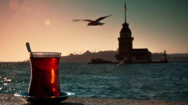 la torre di leandro e tè - cultura turca video stock e b–roll